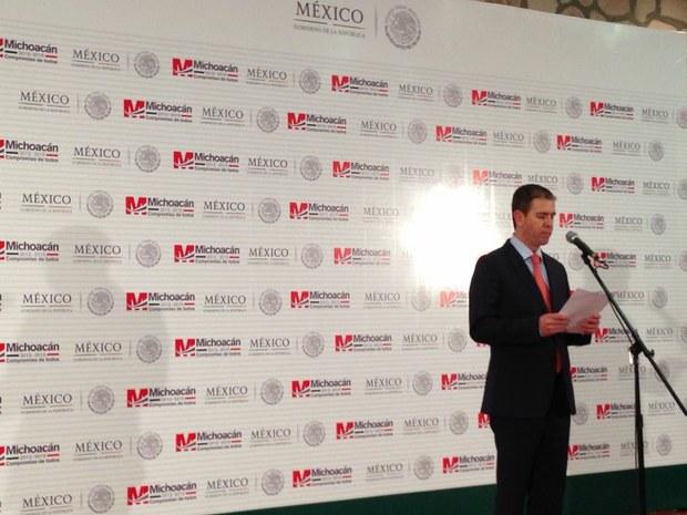 El comisionado federal para la seguridad de Michoacán, Alfredo Castillo Cervantes, al informar esta noche sobre el decomiso.